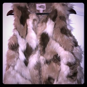 Faux Fur Tan, Brown, cream vest Size:S